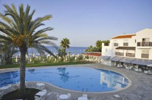 AKTI BEACH VILLAGE RESORT- Parfos Kipar 2021 pogled iz lobija hotela