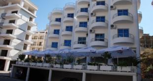 Hotel Bora Bora front sa terasom